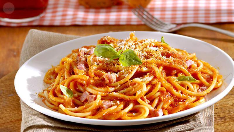 Italian-Sceff-bucatini-all amatriciana