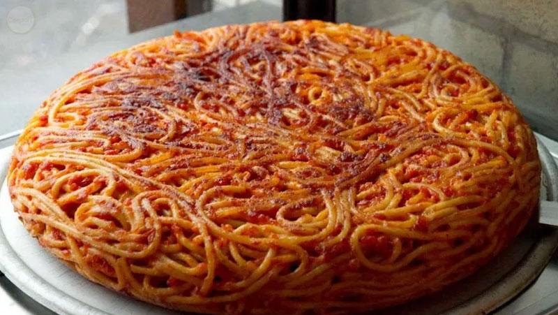 Italian-Sceff-campania-Frittata-di-Maccheroni