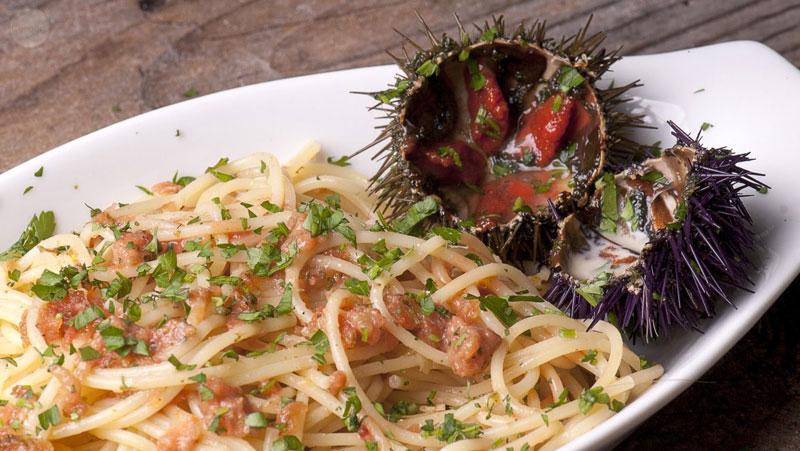 Italian-Sceff-sardegna-Spaghetti-con-i-ricci-di-mare